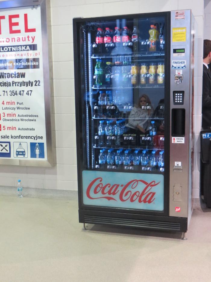 automat_z_piciem_moja_toskania_na_lotnisku