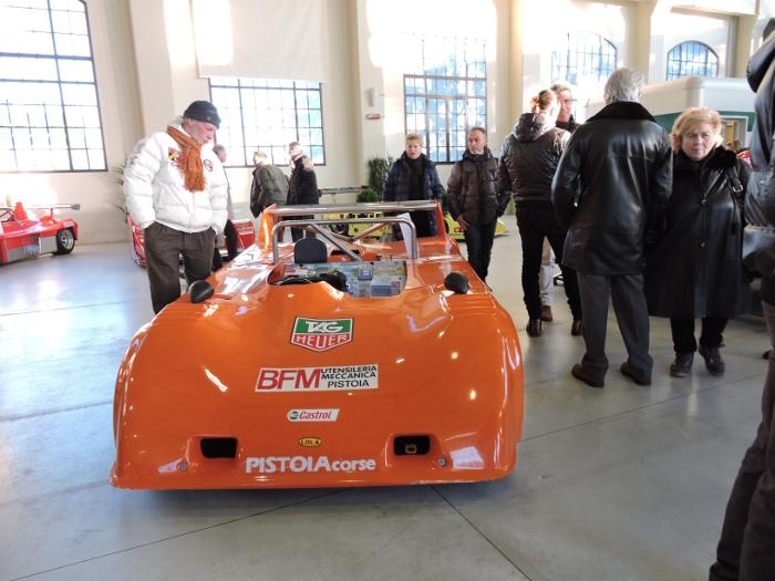 pomaranczowe_auto_sportowe_moja_toskania