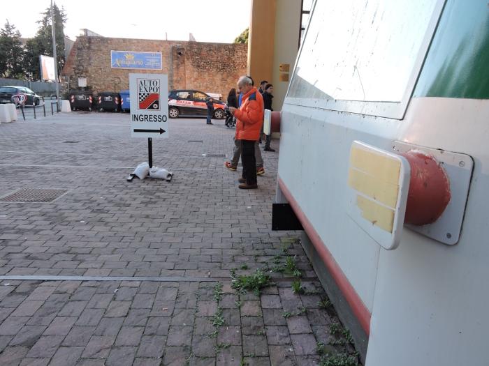 wejscie_na_wystawe_samochodowa_moja_toskania