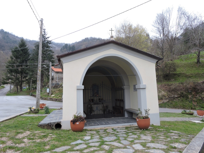 kapliczka_na_parkingu_moja_toskania