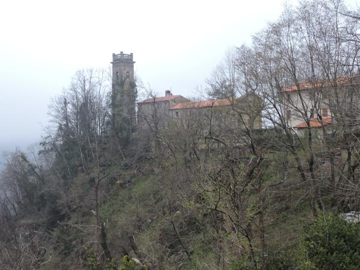 kosciol_z_daleka_sant_anna_di_Stazzema_moja_Toskania