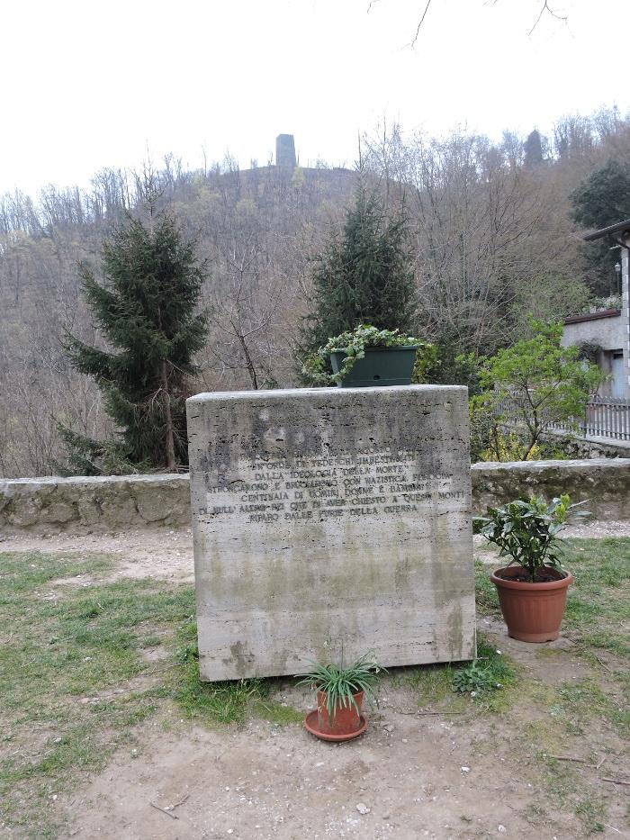 pomnik_na_placu_sant_anna_di_stazzema_moja_toskania