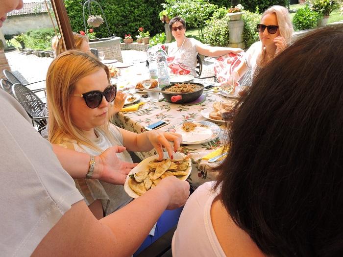 jedzenie_smazonej_szalwi_moja_toskania