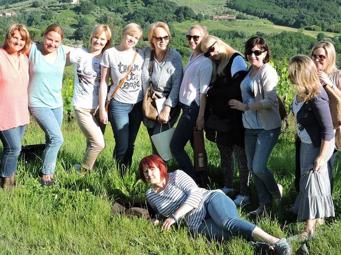 zdjecie_grupowe_w_winnicach_moja_toskania