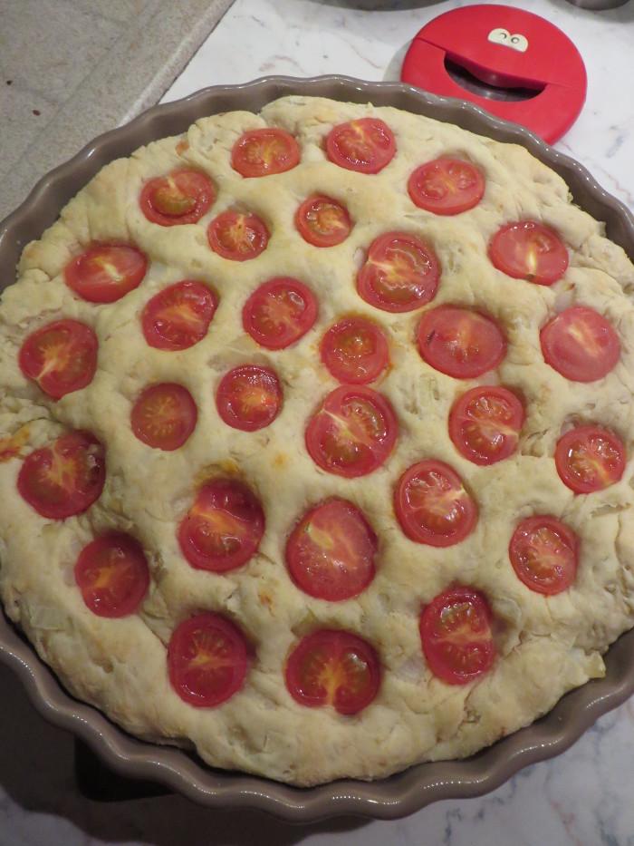 ciasto_slone_z_pomidorkami_i_cebula_moja_toskania