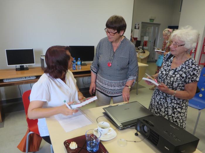 podpisywanie_ksiazek_biblioteka_strzelin_moja_toskania
