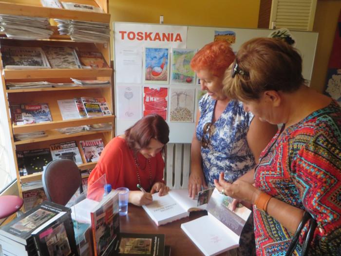 podpisywanie_ksiazek_moja_toskania_majdanska_warszawa