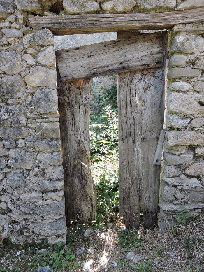 drzwi_opuszczone_miasto_col_di_luco_moja_Toskania