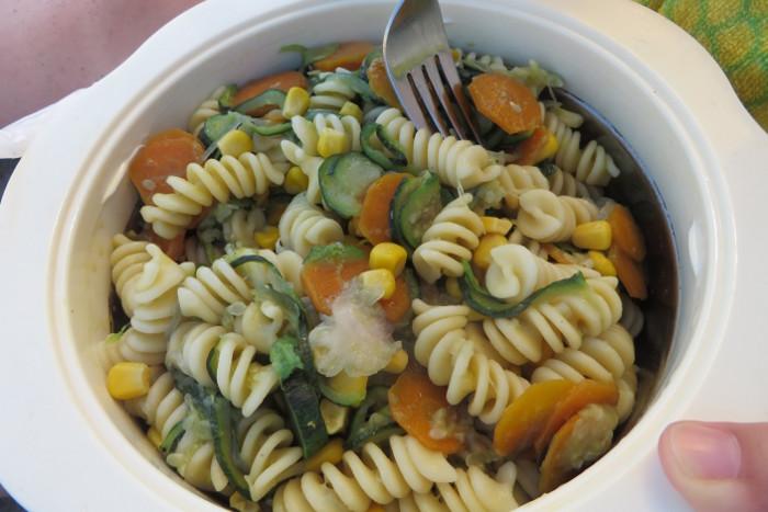 jedzenie_makaronu_na_plazy_moja_toskania