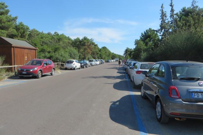 parking_wzdluz_ulicy_nad_morzem_moja_Toskania