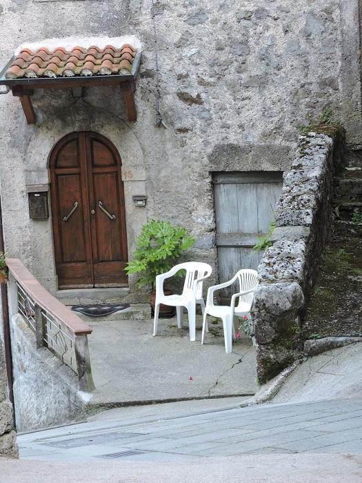 drzwi_i_dwa_krzesla_moja_toskania