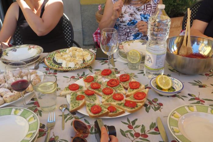 kanapki_z_pasta_z_topinambur_i_pomidorem_moja_toskania