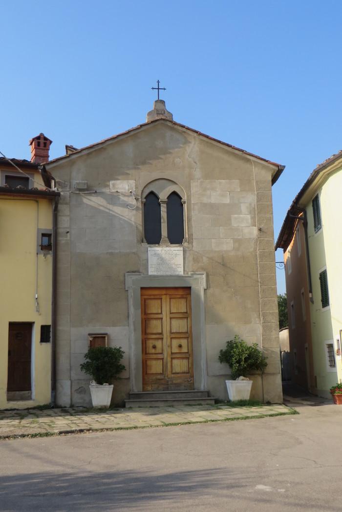 Kosciolek w Arcigliano. Mamy mialy nadzieje, ze zjawi sie ksiadz i otworzy wnetrze. Niestety :(