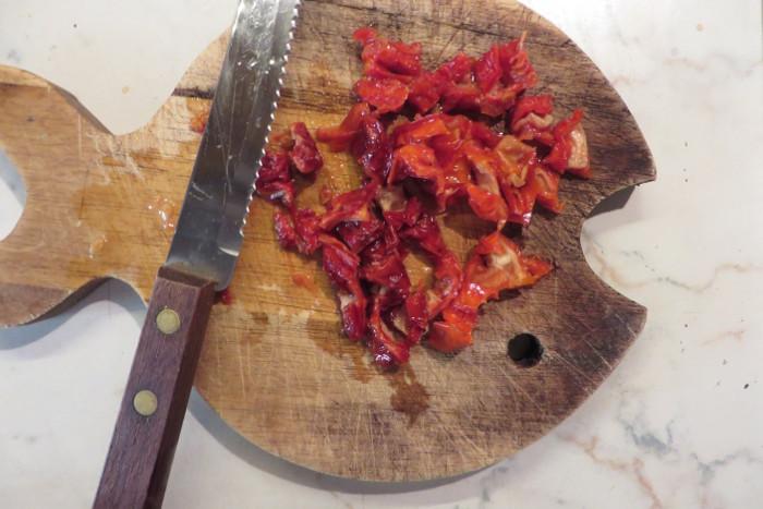 krojenie_suszonych_pomidorow_moja_toskania