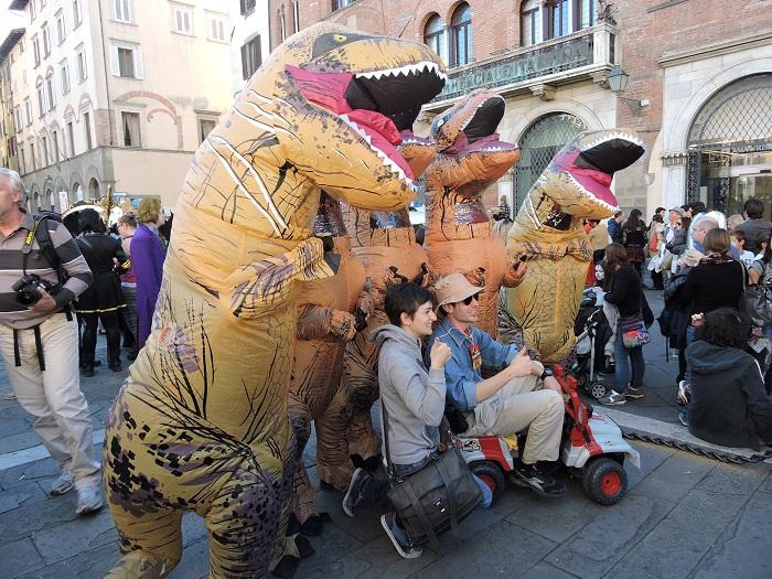 nadmuchane_dinozaury_moja_toskania_lucca_comics