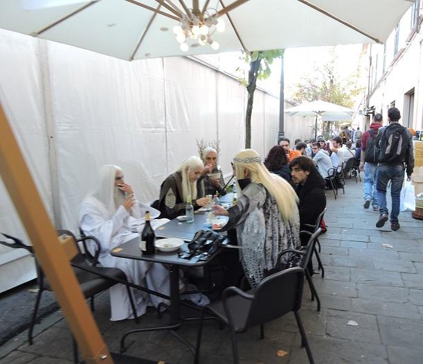 wladcy_pierscieni_przy_stole_moja_toskania