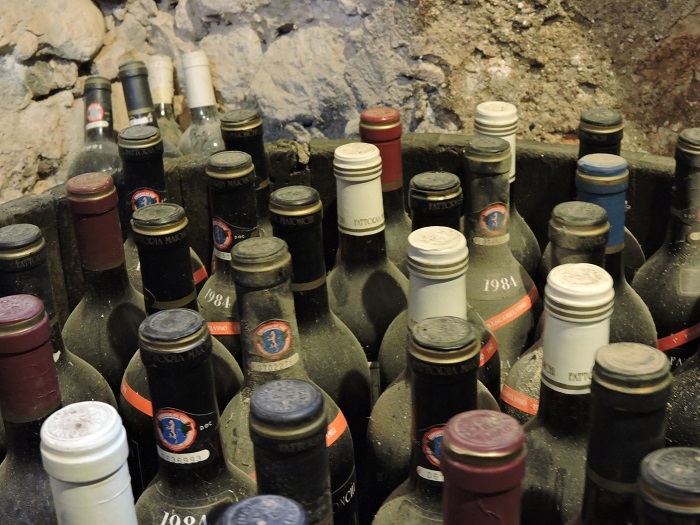 zakurzone_butelki_wina_moja_toskania