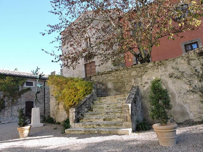 rzezba_przy_kosciele_borgo_pignano_moja_toskania