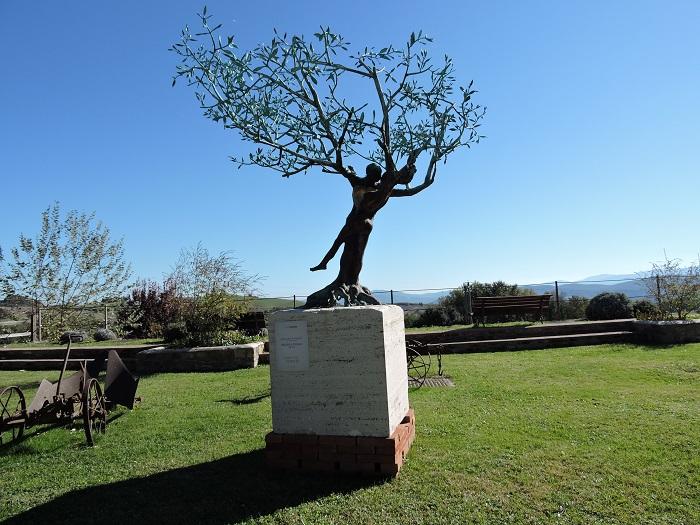 rzezba_w_ogrodzie_borgo_pignano_moja_toskania