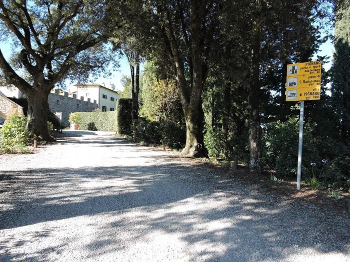 wejscie_do_borgo_pignano_moja_toskania